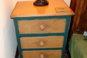 193 Green 3 Drawer Nightstand